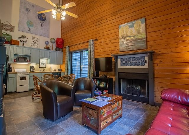 Pet Friendly! Day Dreamer - Darling 2 Bedroom Cabin at Fall Creek Resort, holiday rental in Branson