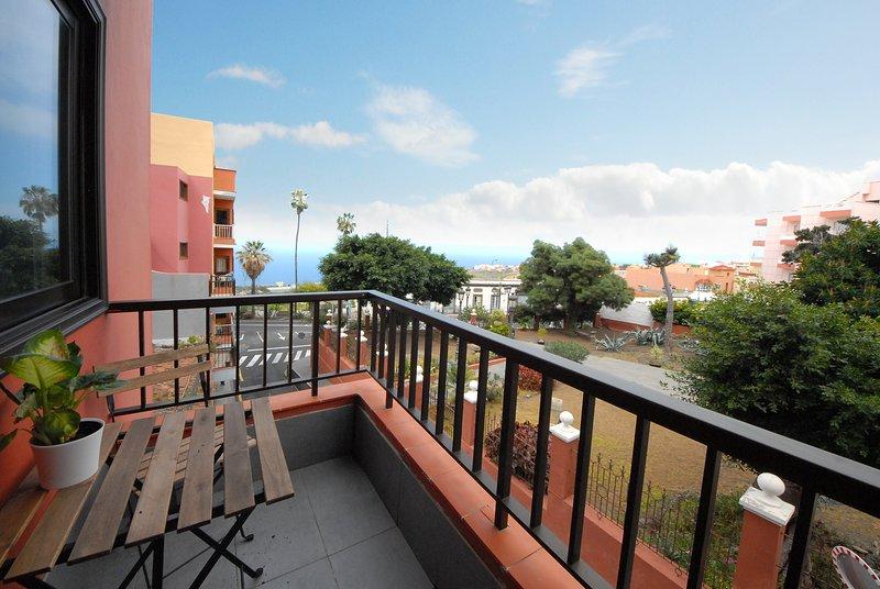 Spacious apartment with sea view, holiday rental in Cueva del Viento