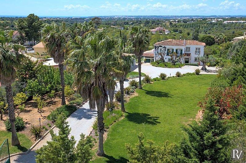 Vale da Ursa Villa Sleeps 10 with Pool and Air Con - 5433414, vacation rental in Calvana