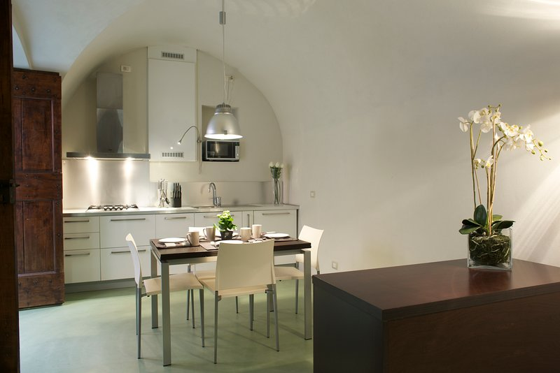 TORNO SUITE - MODERN, vacation rental in Torno