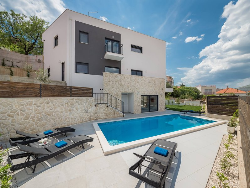 Villa Salt, your dream holiday home on Split Riviera, location de vacances à Trogir