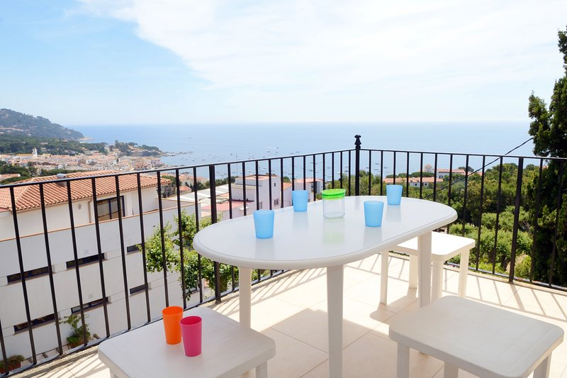 Calella de Palafrugell Apartment Sleeps 6 with Pool - 5425175, vacation rental in Calella de Palafrugell