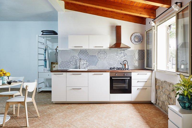 2 apartments in villa Ninetta. La villa non è ad uso esclusivo., alquiler vacacional en Ispica