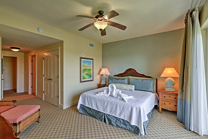 Each bedroom boasts a king bed and connects to one of the full bathrooms.