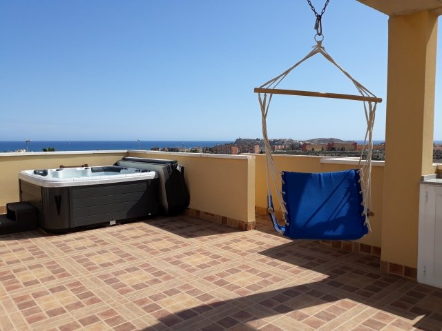 Luxury Top Floor Apartment with Hot Tub, Wi-Fi, Air Con, and Stunning Views – semesterbostad i Puerto de Mazarron