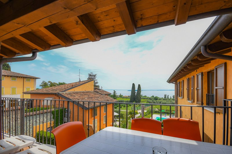 CorteFerrari: 2Bdr. Standard,pool, lake view, WIFI, holiday rental in Moniga del Garda