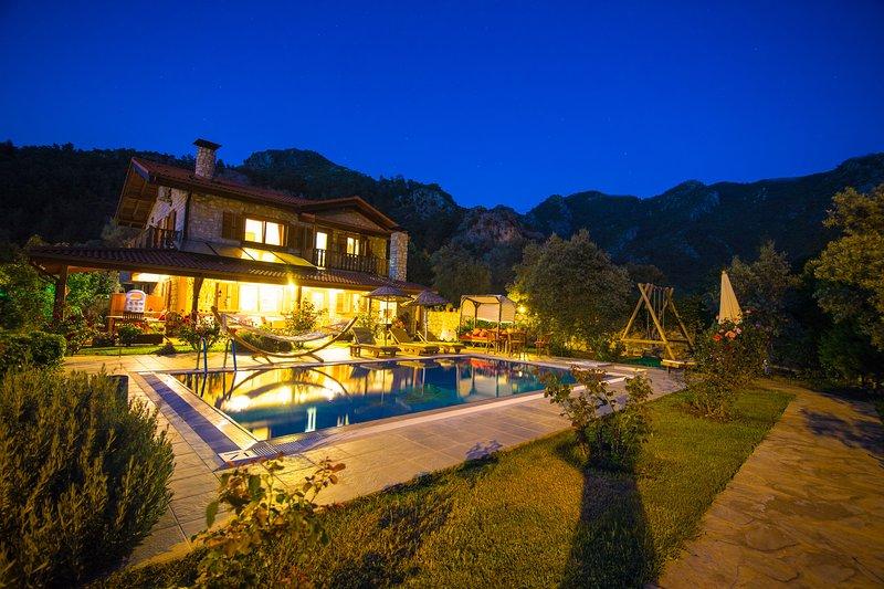 Villa Feronia Orhaniye Daily Weekly Rentals, location de vacances à Orhaniye