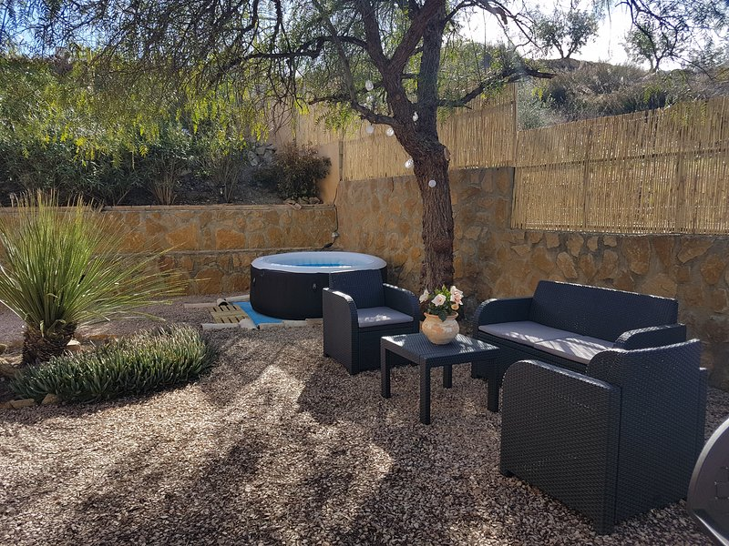 Olive Tree Cottage - Private courtyard