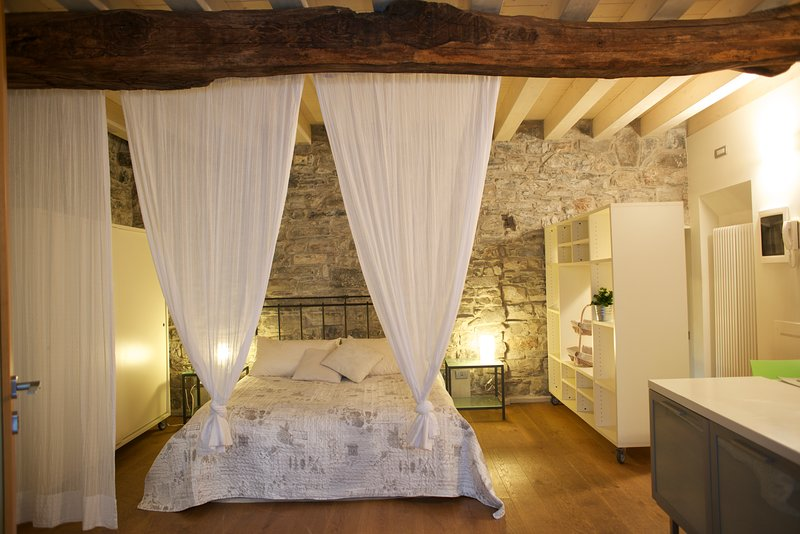 Tremezzo Suite Honey, vacation rental in Torno