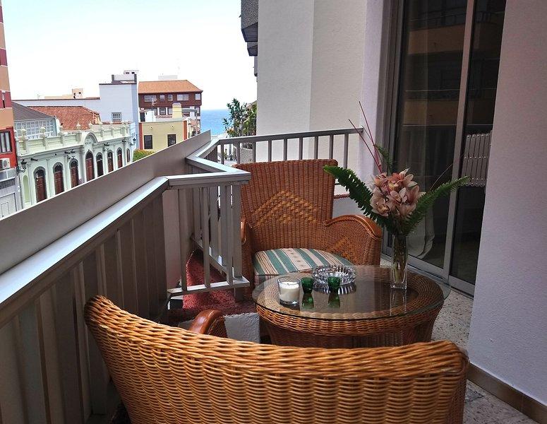 Nice apt with sea view & balcony, vacation rental in Bajamar