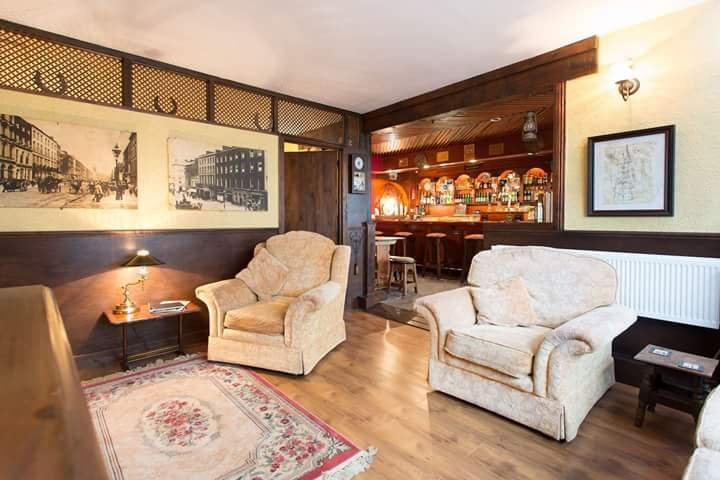 World's 1st Self Catering Pub - Conroy's Old Bar, holiday rental in Kinnitty