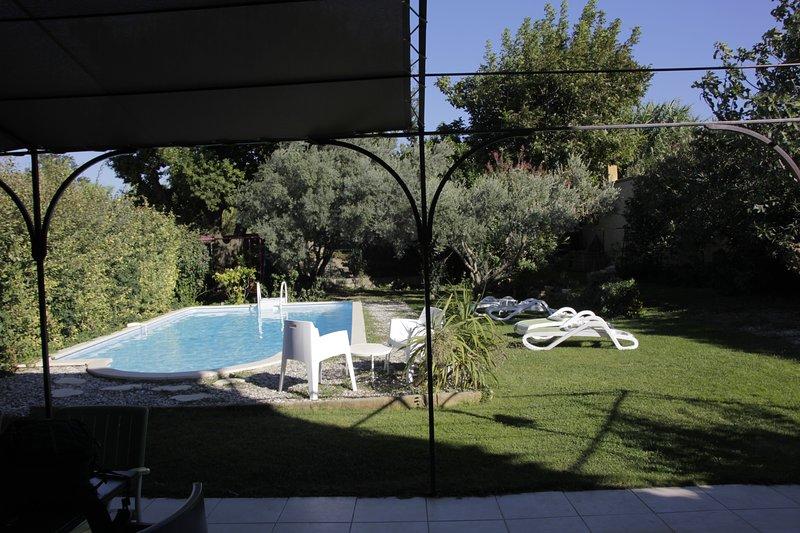 Maison du 18éme, 200 M2, 30 km d'Avigon, Uzés, piscine privée, jardin clos, aluguéis de temporada em Orsan