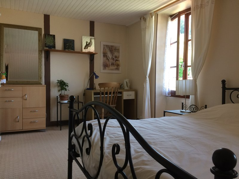 Chambre meublée, holiday rental in Pleuville