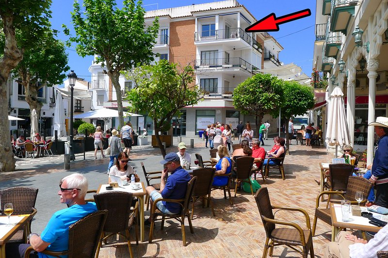 Plaza Cavana is full of open are cafes and restaurants.  Our flat arrowed.