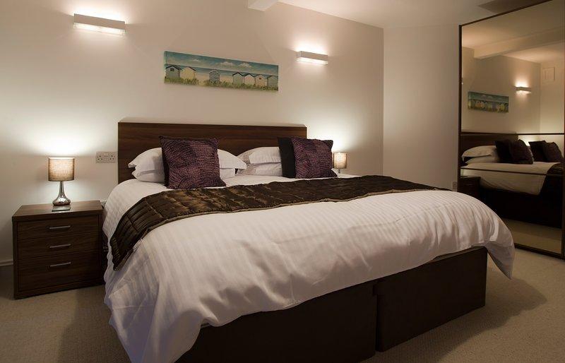Superking-Bett im Hauptschlafzimmer