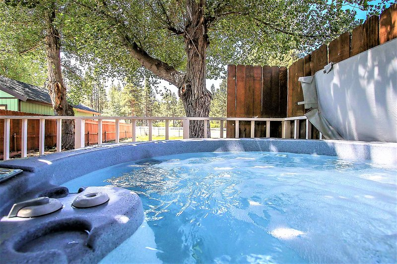 Trailblazer | Downtown Village Chalet | Pool Table | Hot Tub | Walk To Activitie, holiday rental in Cherry Valley