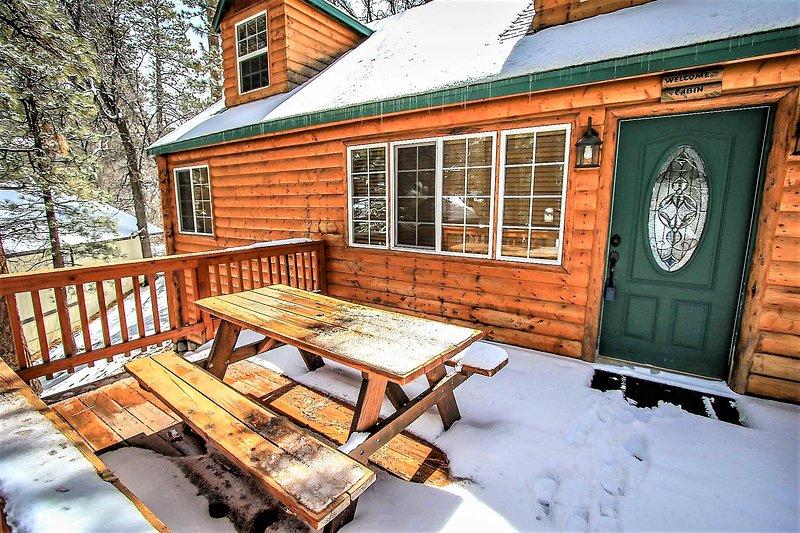 Nine Pines Lodge Cozy 4 BR Log Cabin / Jetted Tub, location de vacances à Big Bear City