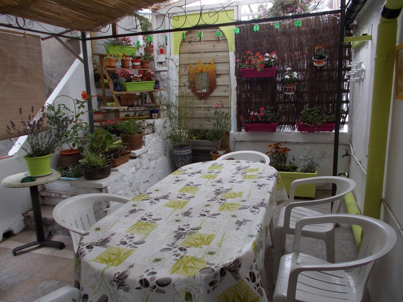 Appartement F3 avec grande terrasse fleurie à la frontière Franco-Espagnole.