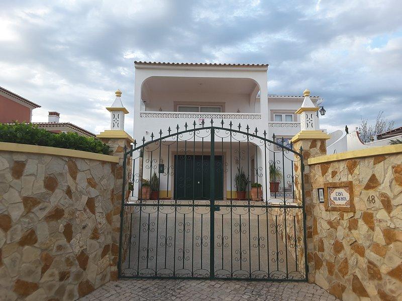 Beautiful Villa T3 - ' CASA BELAVISTA'- Sea View, casa vacanza a Espiche