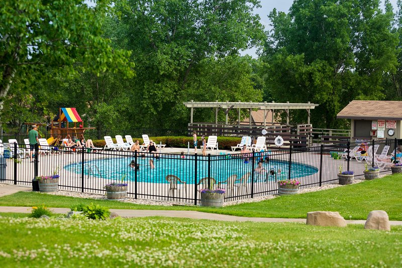 Tamarack and Mirror Lake Resort Outdoor Pool