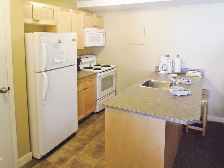 Panorama Vacation Retreat Kitchen with Breakfast Bar