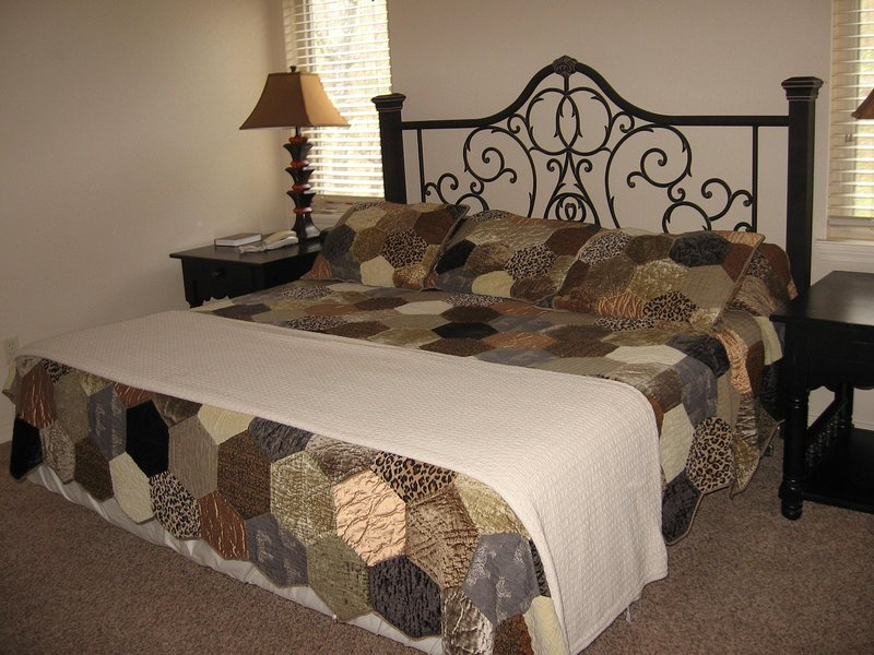 Los Lagos at Hot Springs Village bedroom