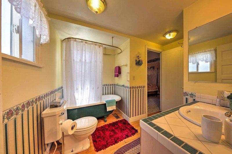 Il y a 5,5 salles de bains vierges dans la maison.