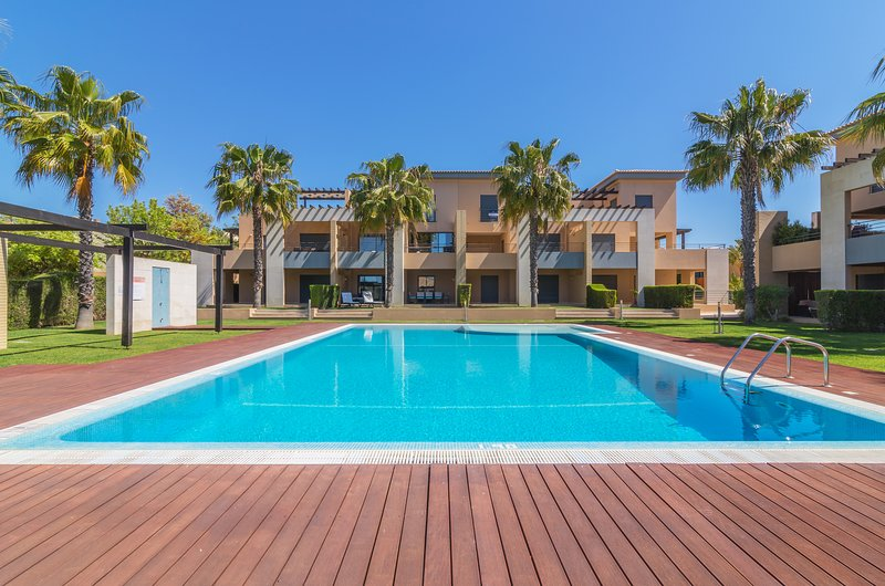 Apartment in quiet area near Golf and Beaches, vacation rental in Vilamoura