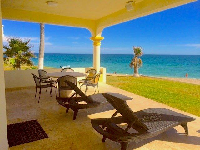 Stunning 3 Bedroom Beach Villa on Sandy Beach Las Palmas Beachfront Resort V-05, vacation rental in Puerto Penasco