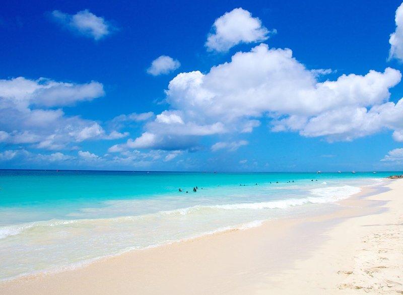 ligt direct aan het strand