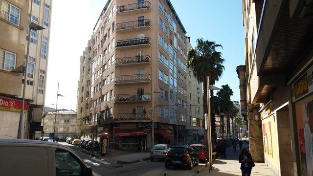 2 streets facade