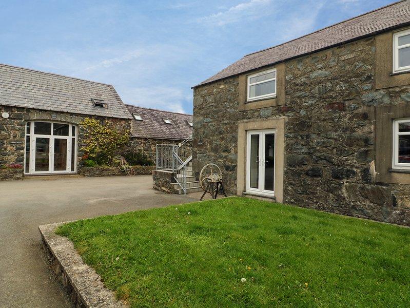 DINAS, open-plan, pet-friendly, on-site facilities, Ref 982121, holiday rental in Efailnewydd