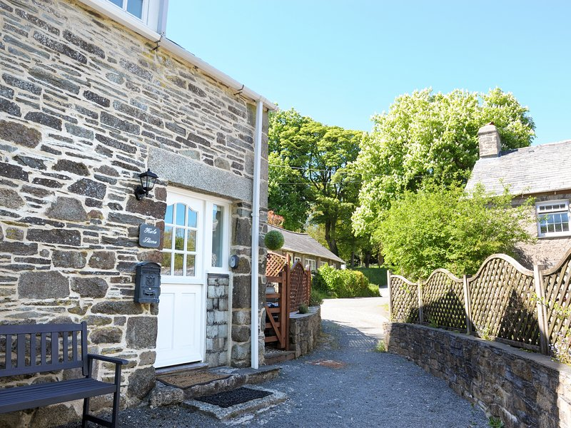 HELE STONE COTTAGE, peaceful, woodburner, romantic cottage., holiday rental in Altarnun