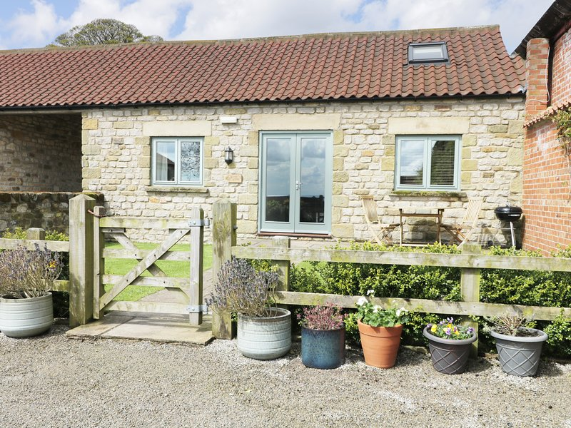 STONE CROSS, pet-friendly, in North York Moors National Park, exposed beams, location de vacances à Hutton le Hole