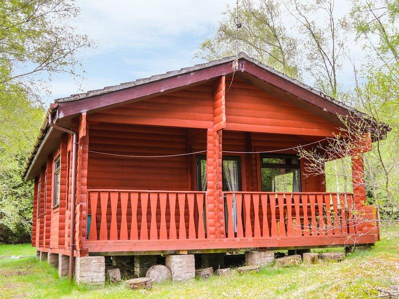 OTTER LODGE, open-plan, woodland, in Strathpeffer, Ref 974036, holiday rental in Strathpeffer