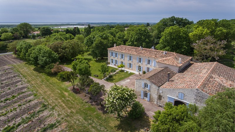 High capacity character Logis view 10min estuary beaches and 3 minutes Talmont sur Gironde