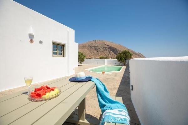 Elixirium Villa, vacation rental in Perissa