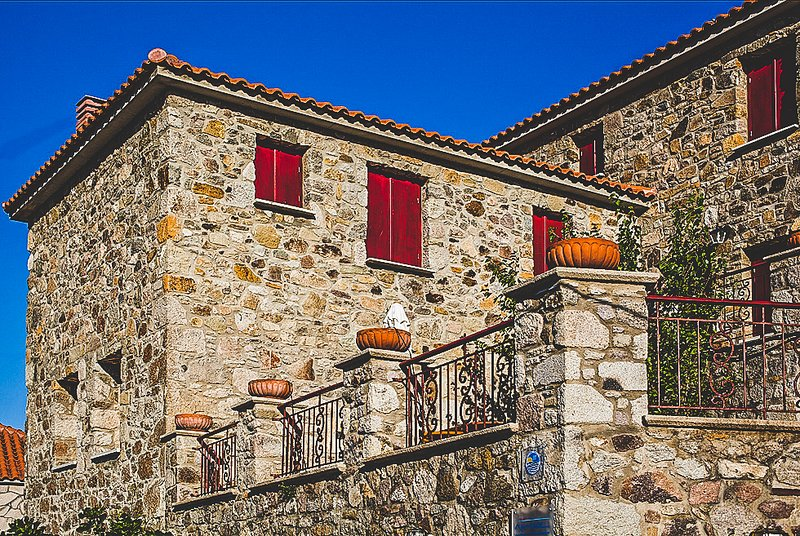 Luxurious Traditional Stone Villa Minutes To Beach, holiday rental in Kontias