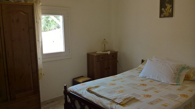 A house in the village 5min walk to the beach, holiday rental in Analipsi