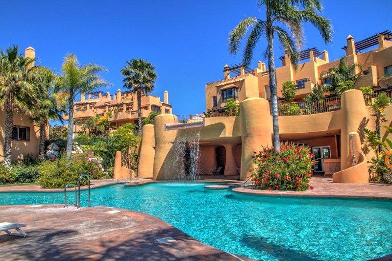 3 bedroom Luxury townhouse with great Sea Views, vacation rental in Sitio de Calahonda
