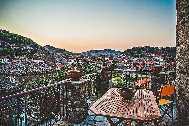 Luxurious Stone Villa With Amazing Views, holiday rental in Kontias