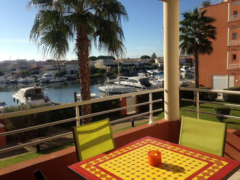Stylish 1 Bed Apart + Pool + Port Views Cap d'Agde, location de vacances à Cap d'Agde