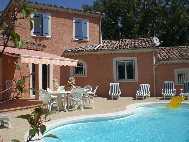Spacious villa with swimming-pool, vacation rental in Grignan