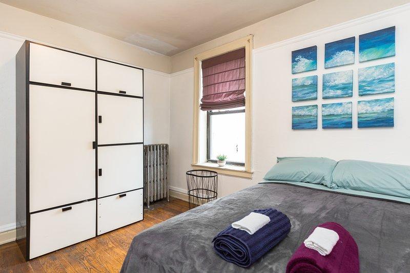 Muito espaço do closet, quarto privado, entrada, janelas para o ar fresco. Confortável