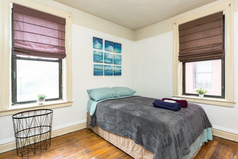 Cama confortável para 2 pessoas, também temos uma cama extra dorme 1, e pode fornecer uma slee colchão de ar