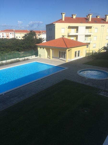 Spacious apt with pool access, holiday rental in Santa Cruz