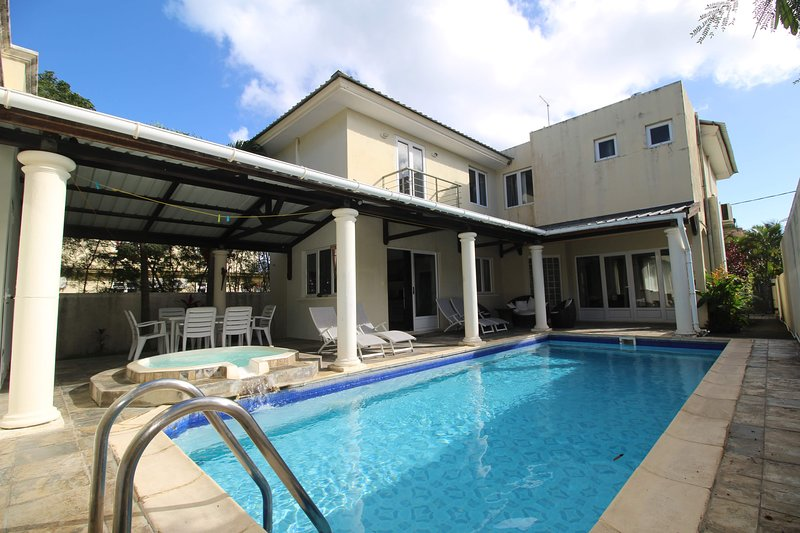 villa Begonia Rear view quiet swimming pool