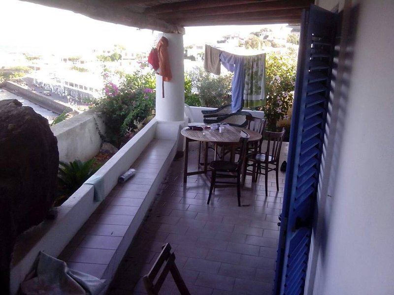Beautiful house with sea view, holiday rental in Ginostra