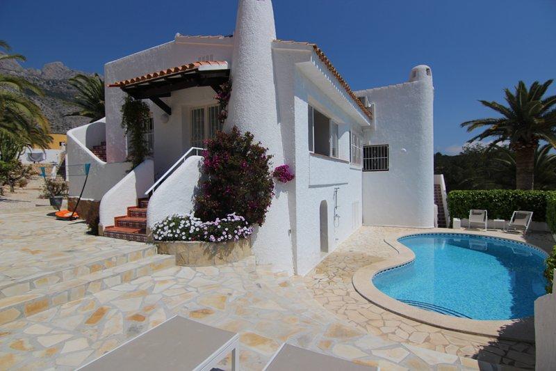 Altea Villa-Private Pool -Sea and Mountain views - sleeps 8, holiday rental in Tarbena