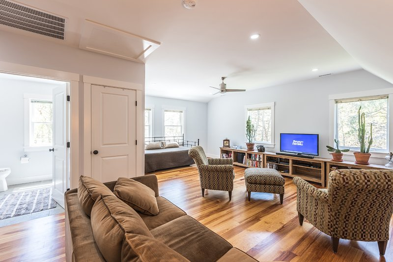 Segundo nivel de Media / Family Room, espacio del sueño con cama nido, 2 sencillos